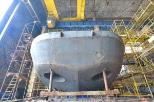 photo construction-navale-tirer-à-l-intérieur-du-chantier-naval